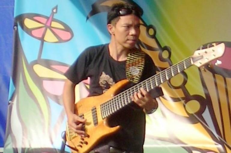 Индро Харджодикоро (The Fingers, экс-Simak Dialog): Индонезийская басовая миссия