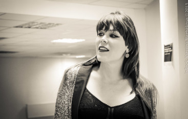 Beth Hart: With a smallest light, the dark flees